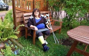 Marianne Siitari på sin utegård i Älvdalen. Under de senaste tre åren har hon tappat tilltron till många instanser i samhället. Foto: Stefan Rämgård