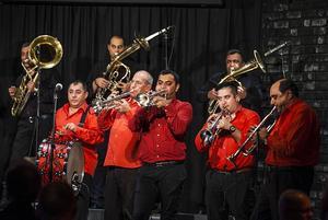 Fanfare Ciocãrlia har spelat i över 50 länder runt om i världen, bland annat på Nobelfesten i Oslo 2012.