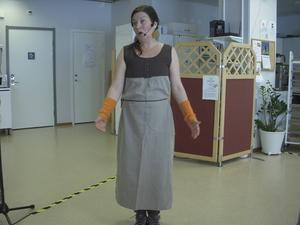 Ho Ho kossorna vad är ni? Maria demonstrerade hur man körla, kula på korna.   Foto Nils-Åke Eklund