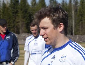 Mot gamla laget. Kevin Edvardsson ställdes mot sina gamla lagkamrater i Hallsta.