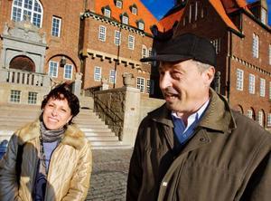 """""""Jag har läst på internet att människor här är trevliga. Det är sant. Jag är imponerad av den här träffen och jag känner mig verkligen välkommen"""", säger Dmitrinka Todorov. Hon har varit  i Östersund i en månad och hennes man Dragomir har bott  i kommunen i tre månader.    Foto: Ulrika Andersson"""