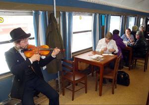 På flera ställen i tåget bjöds det på underhållning