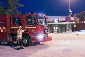 Räddningsledaren Janne Eriksson konstaterar att läget är lugnt inför mötet mellan Broberg och Vetlanda.