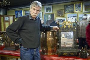 En pigtittare av Lim-Johan är ett av föremålen Peter Eriksson är lite extra nöjd över att få auktionera ut.
