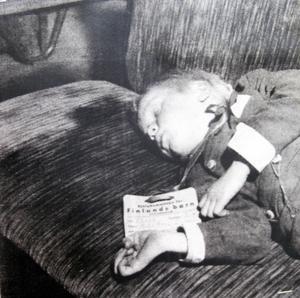 Tågresan till Sverige tog två veckor. Barnen fick sova där det fanns plats.