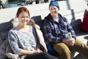 Pauline Nilsson och Zakarias Persson hittade sitt bästa aprilskämt i sina Facebookflöden.
