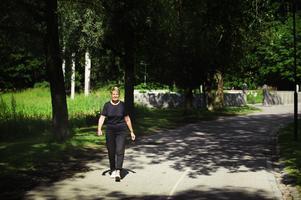 Berit Larsson, 75, tar gärna med sig maken när hon går ut i spåret. Hon, liksom många andra Gävlebor, utnyttjar Hälsans stig flera gånger i veckan.