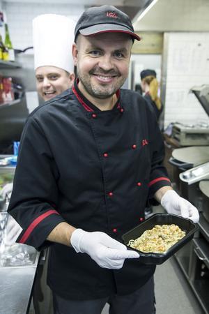 Niklas Jonsson med sin favoriträtt: Vegetarisk pasta med gula kantareller, morot och palsternacka.