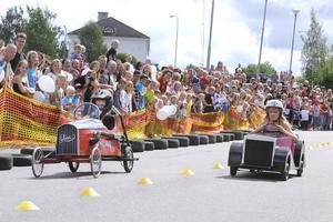Racet mellan Elin Ottosson och Olivia Johansson var rysligt jämt.