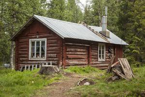 Nu är det liv i Ängesgårdens fäbodvall igen. Det är 58 år sedan Peckas faster drev fabodvallen 1958.
