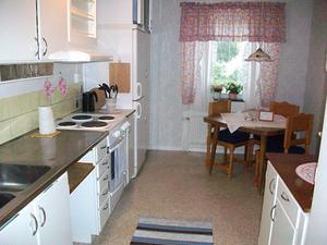 Lägenheterna är enkelt möblerade med möbler ofta från Erikshjälpen och möbler som är skänkta av privatpersoner.