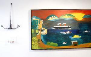 Den nya utställningen i Primusrummet fokuserar på hav och båtar. Ankaret till vänster tillverkade Primus av ståltråd från gamla sängar.