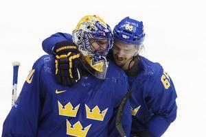 Två av matchens bästa spelare, Henrik Lundqivst och Erik Karlsson.