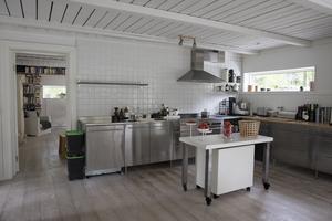 Köket var något av det första som renoverades. Det renoverades innan paret flyttade in.
