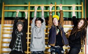 Prostata*Gör man bäst till er musik: Röjer loss eller står med armarna i kors. Det beror på humör och antal öl.*Uppstod: av en idé på Peace and Love förra året.*Låtar om: Alltifrån gröt till djurplågeri.*Skulle spela förband till: Förband?*Scen ni gärna står på om några år: Punk illegal utanför Göteborg