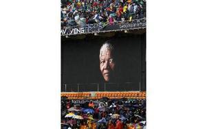 Minnesceremonin för Nelson Mandela i Sydafrika i går. Foto: Ben Curtis