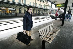 David Larsson från Dala-Floda bytte tåg i Gävle i går på väg till Borlänge. Han tror att han kommer att ha nytta av SJ:s nya lågpriskalender.