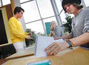 Isak Stomberg röstade i dag i Skolvalet. På söndag avslöjas resultatet från ungdomarnas eget val.