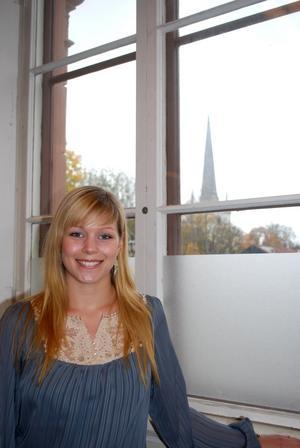 Elina Iljegårds ovanliga efternamn har kopplingar till fädernegården i Hälsingland.