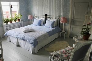 Ett av rummen där gästerna kan övernatta.