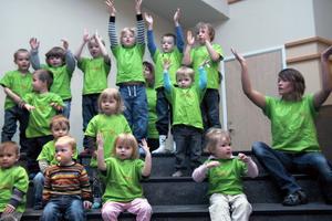 Barnen och lärarna från Notens förskola sjöng en sång om när de planterade ett träd på Öjeskolans gård i Edsbyn. Det var en liten lönn. Melodin är ursprungligen en judisk sång. Det var en av sångerna under trädkonserten med barn från sex förskolor.