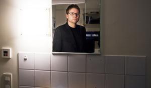 "Oroad. Vem som helst kan fastna i missbruk, enligt Robert Olsson, chef på Beroendecentrum: ""Det kan vara din granne"". Foto: Magnus Östin"
