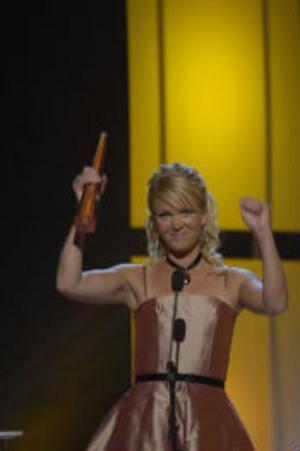 Kattis Ahlström tog emot priset för årets kvinnliga programledare och passade på att besvara några vanliga frågor från tittarna.