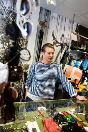 På somrarna är det så mycket turister i Östersund att det drar upp försäljningen på klädbutiken Zlave.