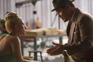 Scarlett Johansson som tuff men ogift filmstjärna på smällen och Josh Brolin som studiofixaren vars jobb det är att se till att det inte blir någon skandal i