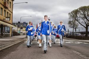 Bollnäs ungdomsorkester med ledning av tamburmajor Lukas Sjölin Sigerbrant frontade förstamajtåget.