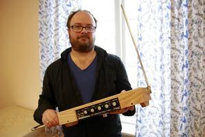 Thereminen, instrumentet man spelar genom att röra händerna i luften, uppfanns 1919 av ryssen Léon Theremin.