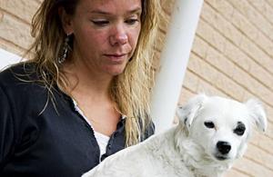 Pernilla Persson, Frösön har bara en hund kvar i livet efter helgen. Den andra hunden dog efter bad i Storsjön, troligen förgiftad av alger.