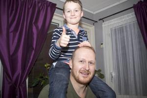 Pappa Adrian Lutz är stolt över sin son: