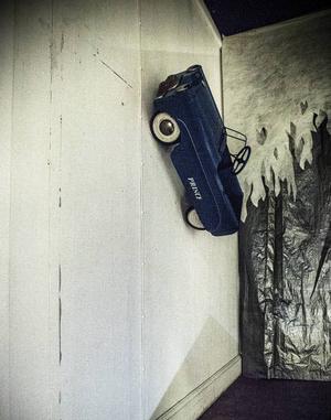 De flesta ytor har fått en roll i utställningen. Här syns en trampbil från 1950-talet.