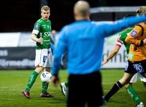 Spelarkarriären är avslutad och numera är Mikael Eklund tränare för Brages U19-lag.