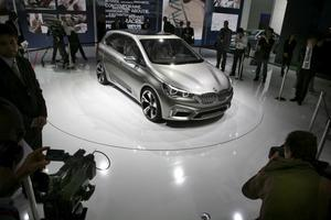 Tvärställd motor och framhjulsdrivning – BMW-entusiasterna lär få tänka om redan till 2014 då Concept Active Tourer av allt att döma når de europeiska handlarna. Då som en utmanare till Mercedes nya A-Klass. Den färdiga bilen ska visas i Genève i vår.