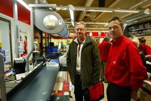 Jan-Christer Jonsson, Handels, och butikschefen på Ica Kubiken, Staffan Lindström, träffades i går för att gå igenom vad som hände vid rånet. Handels ser rånrisken som ett allvarligt arbetsmiljöproblem.