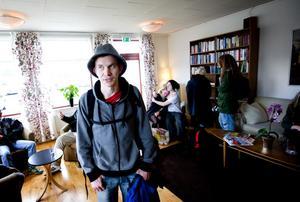 När ett första alternativ till boende för Brunsviks folkhögskolas elever presenterades var Rasmus Karlssons känslor - likt många andras - blandade.