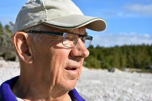 Erik Johansson har hunnit bli 78 år och orkar inte med lika mycket som tidigare men han trivs med det stilla livet i skärgården.