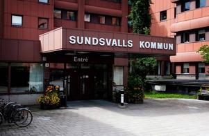 En stor utmaning för Sundsvall är vårt politiska ledarskap. S, C och V har styrt kommunen i sex år snart. År för år ser vi en alltmer försämrad ekonomi och en bitvis märklig omsättning av chefer på ledande positioner, skriver debattförfattarna.