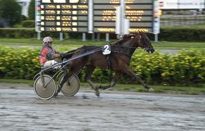 Lars-Åke Svärdfeldt har fyllt 59 och var mer än 40 år äldre än vissa av de andra körsvennerna i lärlingsloppet. Han visade att gammal är äldst när han vann med Exotic Tooma.