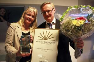 Årets företagare. Britt-Mari och Sören Rabb, Alsbo Ägg, fick utmärkelsen årets företagare. De var mycket stolta och glada över utmärkelsen.