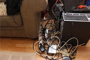 Fyra seriekopplade datorer fanns i bostaden.