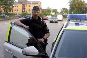 Forskaren Stefan Holgersson konstaterar att polisledningens attityd gör att polisanställda inte vågar berätta om sina arbetsförhållanden.