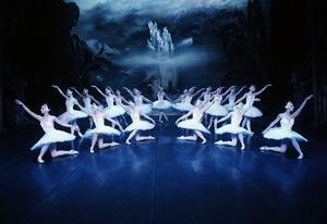 "BALETTERNAS BALETT. St Petersburgs klassiska balettkompani gästade Gävle teater i fredags kväll med  ""Svansjön""."