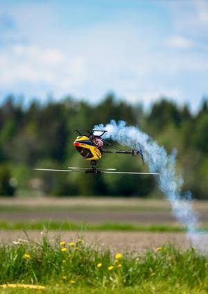 3D flygning med helikopter under Big Paramotor Meet på Åskebro flygfält.