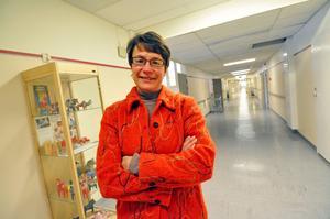 Birgitta Sacrédeus och KD vill att landstinget direktanställer läkare som egna företagare vid länets vårdcentraler.
