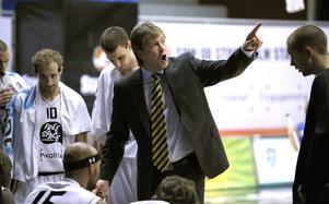 Jonte Karlsson är en av svensk baskets tyngsta namn. Han har coachat ett flertal lag och är numera landslagschef.   Arkivbild: TT