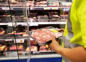 Som konsumenter har vi rätt att förvänta oss att maten vi äter inte är farlig samt att den innehåller det som innehållsförteckningen lovar, skriver Jasenko Selimovic, europaparlamentariker för (L).