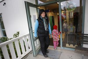 Barnskötaren May Olofsson på Bullerbyn har väntat i många år på beslutet.